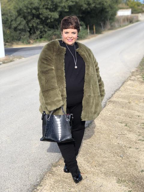 Outfit – Abrigo de pelo no pasa de moda
